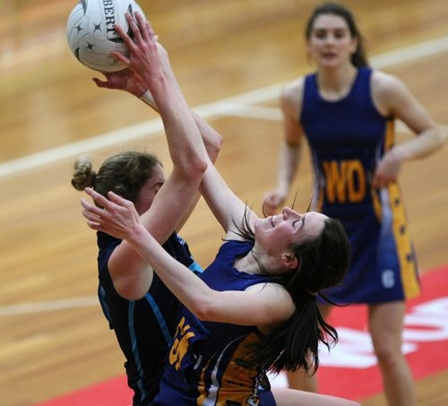 Otago\'s Celina Ledgard, right, defends Hamilton\'s Jessica Tuki\'s shot at goal in the Lion Foundation Netball Championship final match, day five, MoreFM Arena, Dunedin, New Zealand, Friday, October 04, 2013. Credit: Dianne Manson/©MBPHOTO /Michael Bradley Photography.